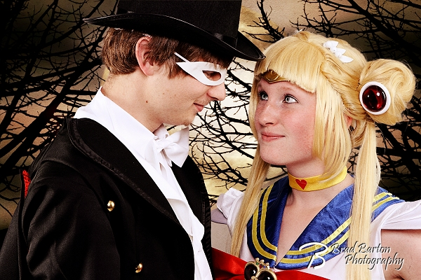 Sailor-Moon-and-Tuxedo-Mask-Cosplay